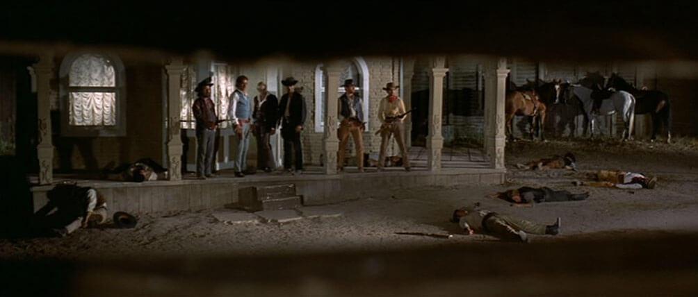 Django beobachtet die Brüder – eher keine Dioskuren – und ihre Gefährten.